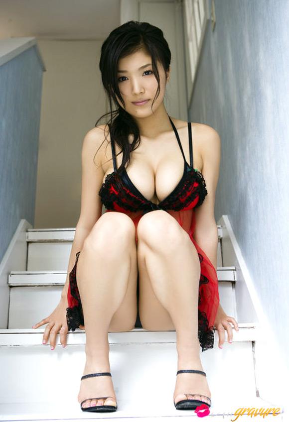 ai-koromo-naked-asian-gravure-model