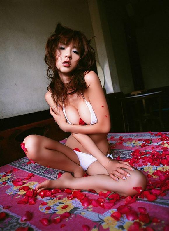 aki-hoshino-naked-asian-gravure-model-22