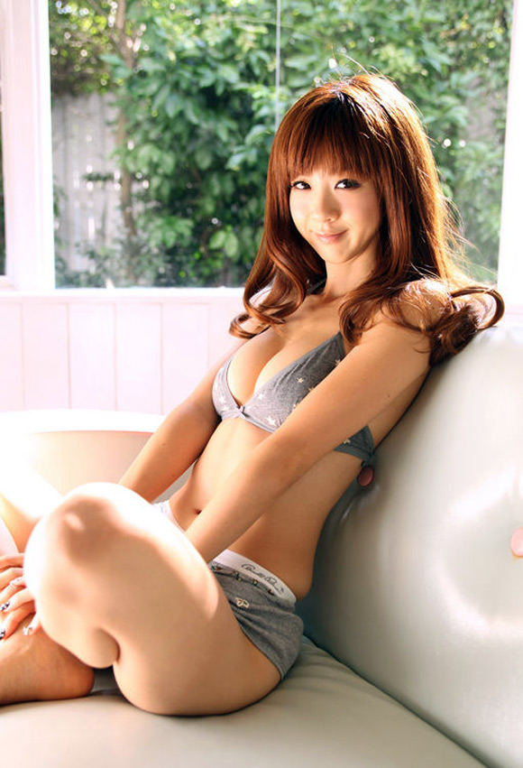 aki-hoshino-naked-asian-gravure-model-9