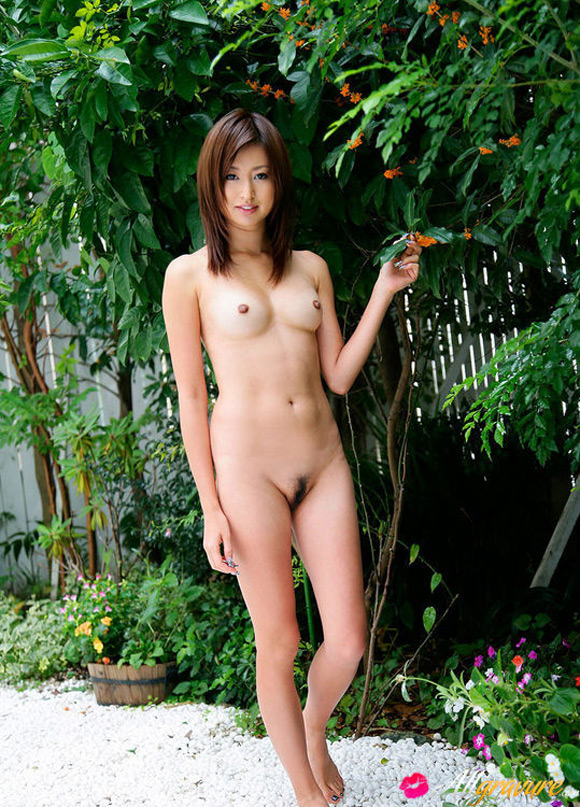 ami-naked-asian-gravure-model