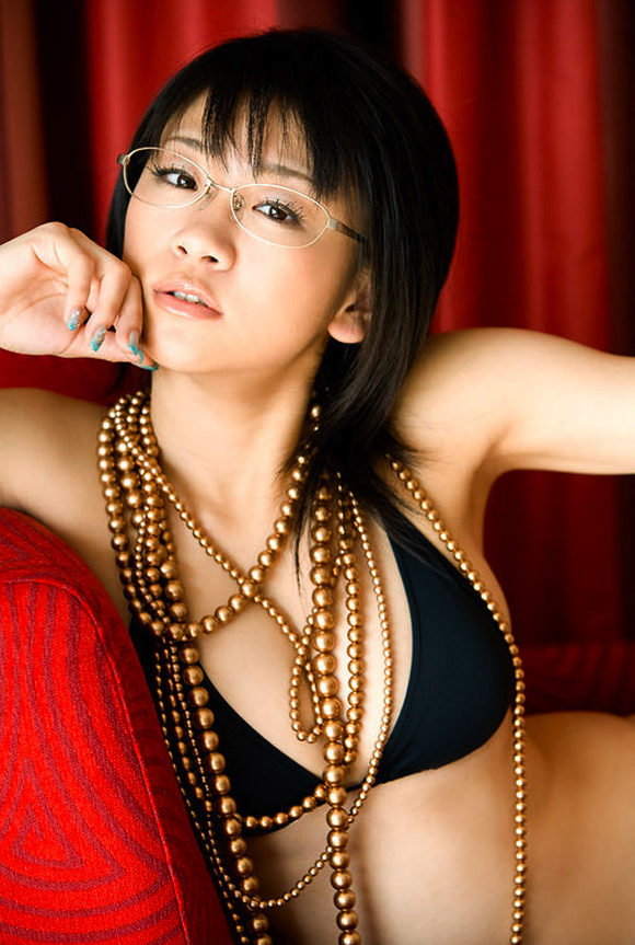 ami-tokito-naked-asian-gravure-model-2