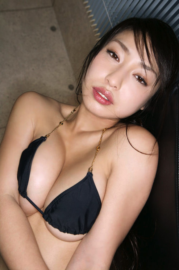 arisa-oda-naked-asian-gravure-model
