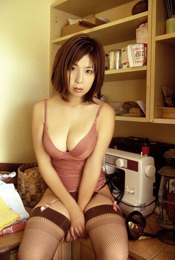 ayu-okakura-naked-asian-gravure-model
