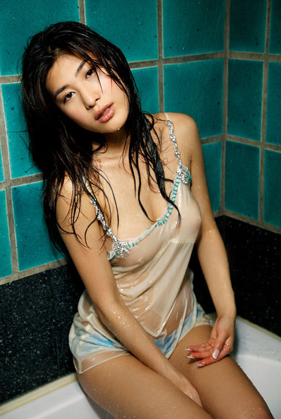 ayuko-iwane-naked-asian-gravure-model