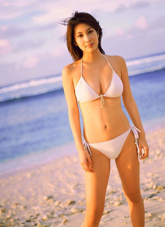 emi-kobayashi-naked-asian-gravure-model