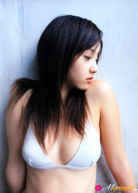 erika-sawajiri-naked-asian-gravure-model-2
