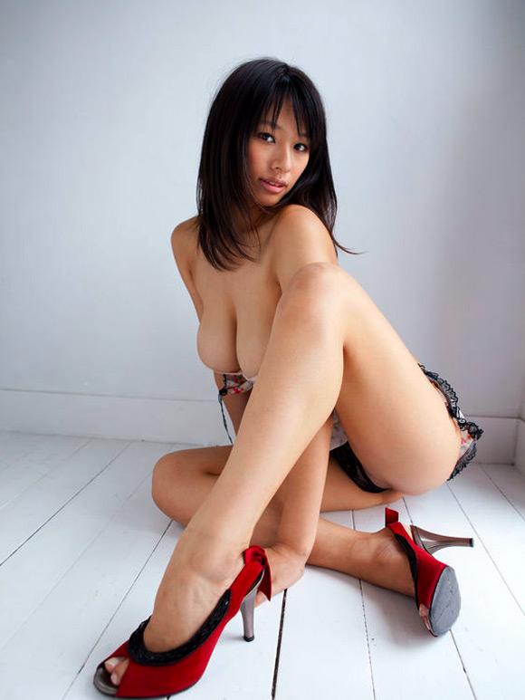 hana-haruna-naked-asian-gravure-model-5