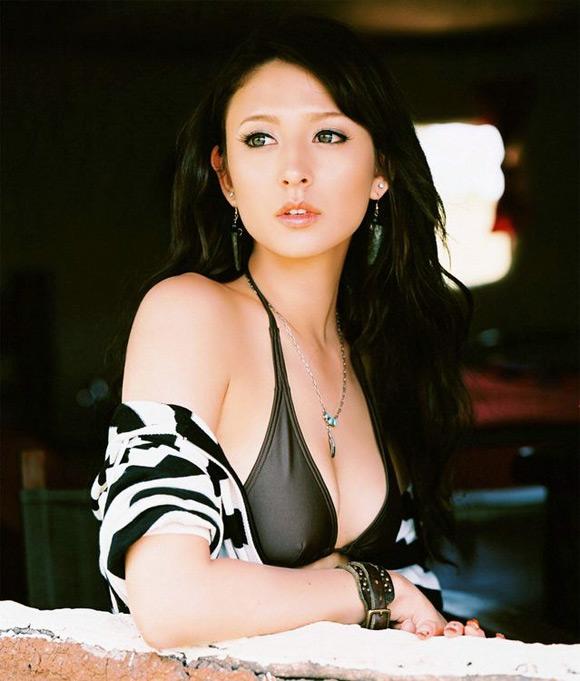 leah-dizon-naked-asian-gravure-model