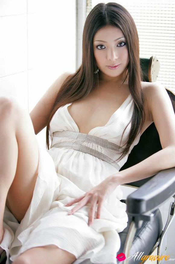 maki-miyamoto-naked-asian-gravure-model