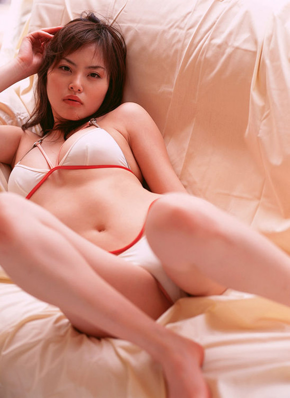 manami-morooka-naked-asian-gravure-model