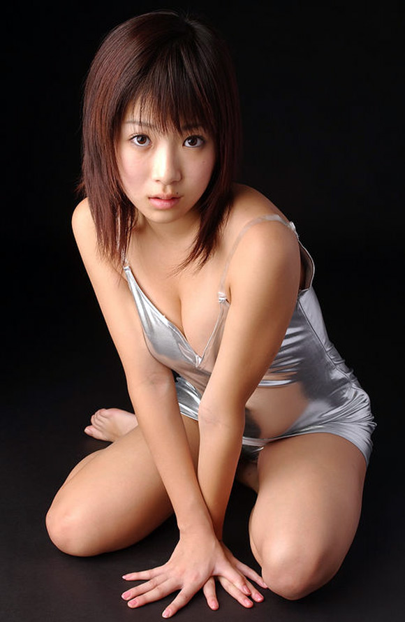 mari-kobayashi-naked-asian-gravure-model-3