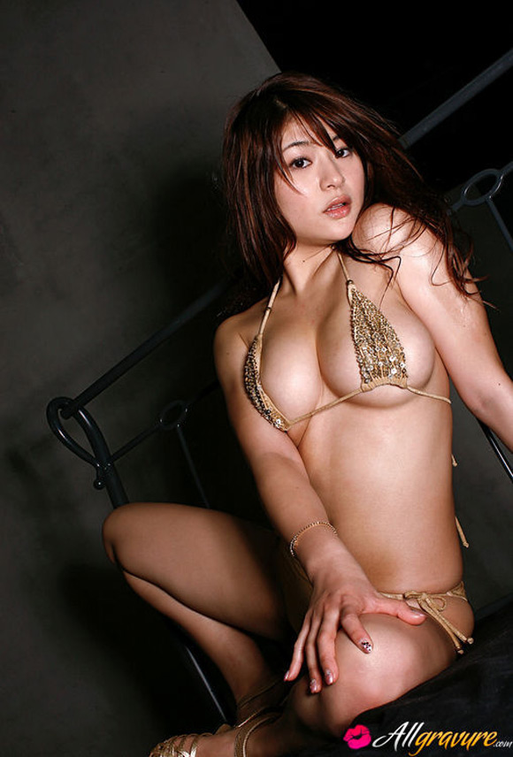 megu-fujiura-naked-asian-gravure-model-2