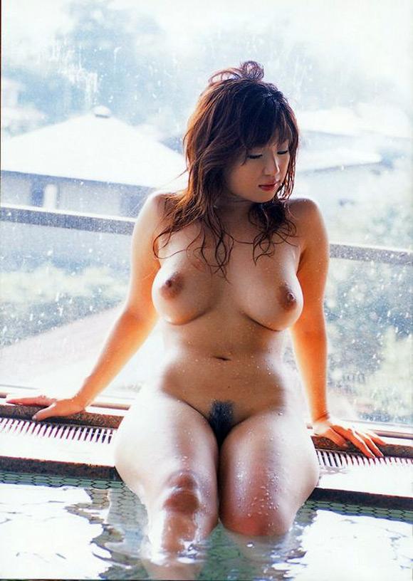 naho-hazuki-naked-asian-gravure-model