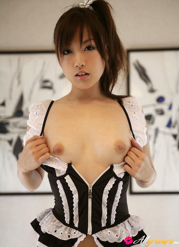 nao-yoshizaki-naked-asian-gravure-model-2