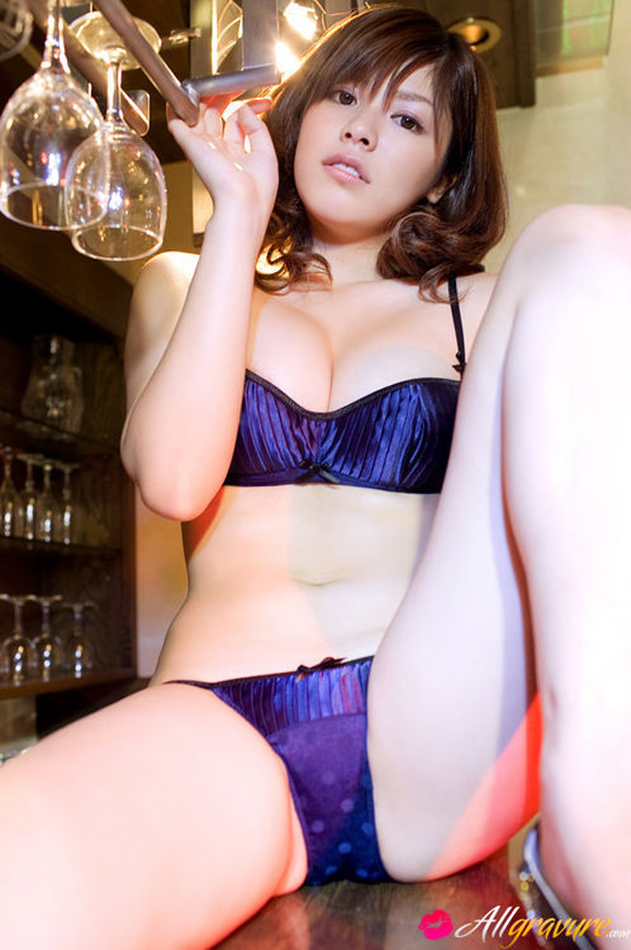 saya-sakuragi-naked-asian-gravure-model-2