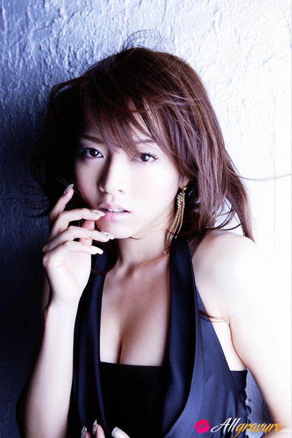 yumiko-shaku-naked-asian-gravure-model