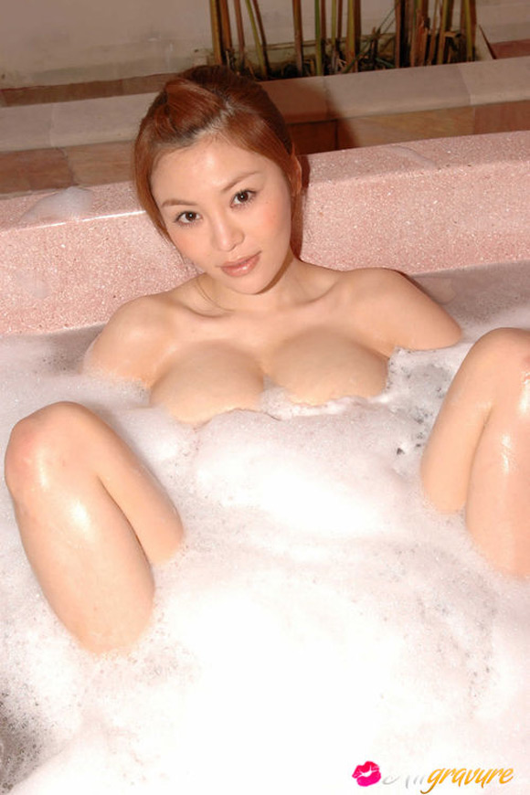 yoko-matsugane-naked-asian-gravure-model