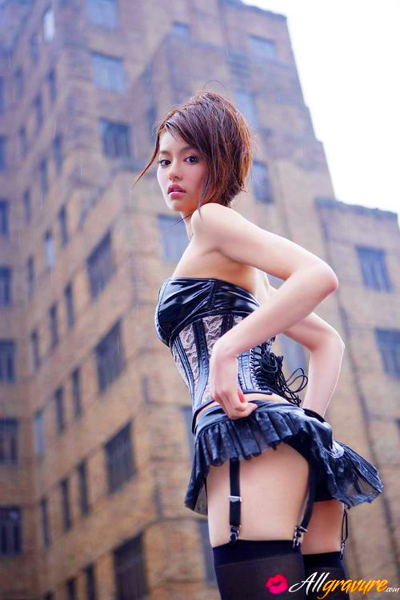 yuriko-shiratori-naked-asian-gravure-model