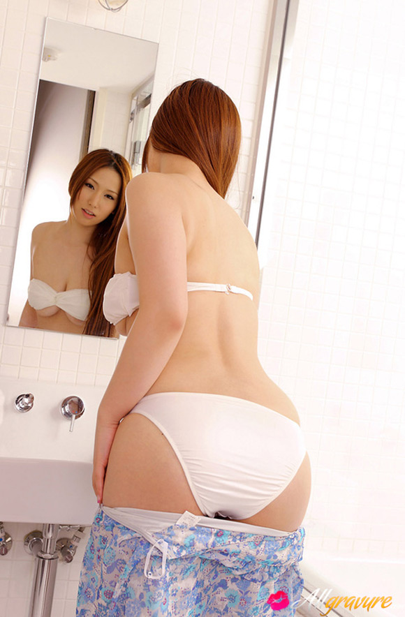 ai-sayama-naked-asian-gravure-model