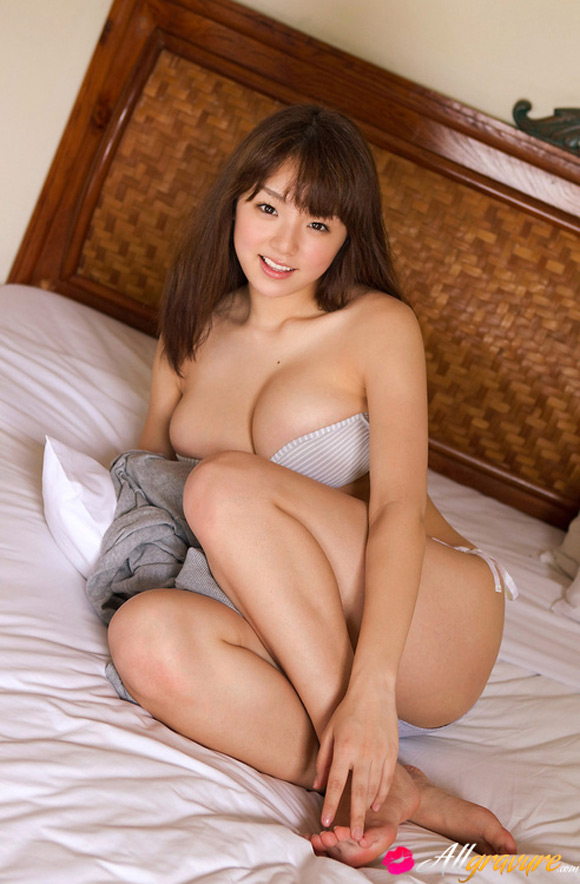 ai-shinozaki-naked-asian-gravure-model