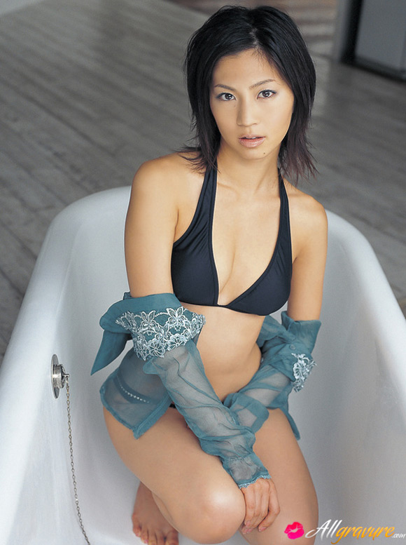 misako-yasuda-naked-asian-gravure-model