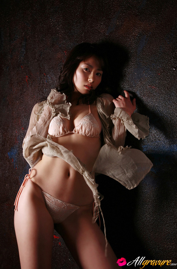 momoko-tani-naked-asian-gravure-model