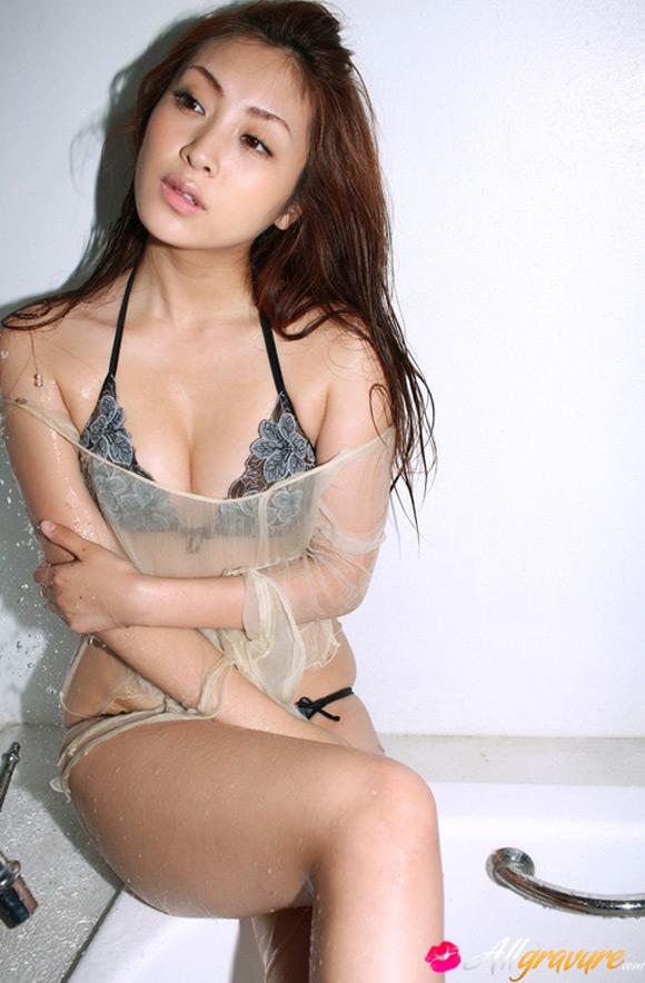 natsuko-tatsumi-naked-asian-gravure-model