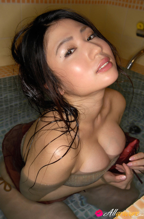 nonami-takizawa-naked-asian-gravure-model