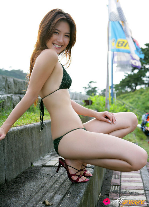 haruna-yabuki-naked-asian-gravure-model