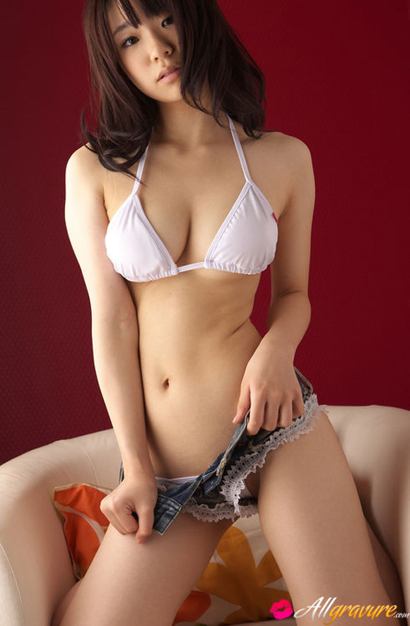 hikari-azuma-naked-asian-gravure-model
