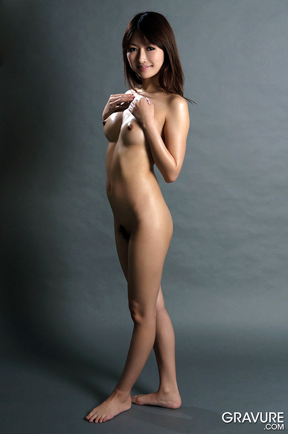 mana-aoki-naked-asian-gravure-model