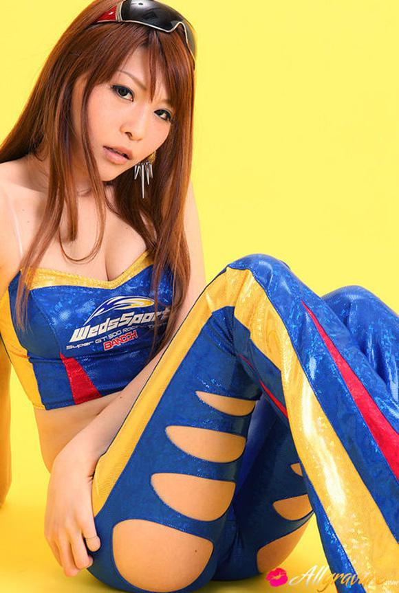 minami-haduki-naked-asian-gravure-model