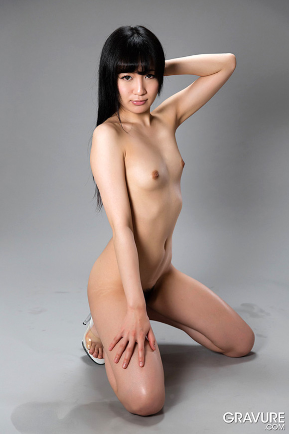 moeka-kurihara-naked-asian-gravure-model