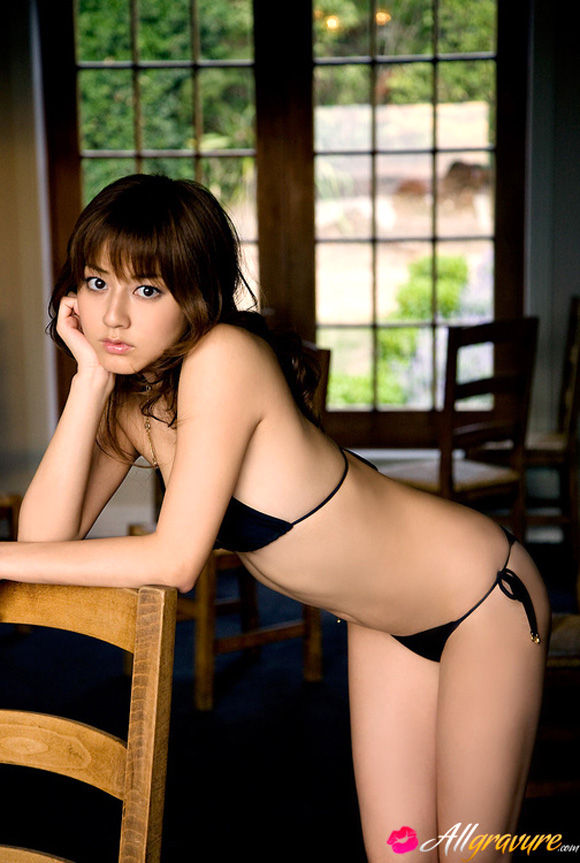 yumi-sugimoto-naked-asian-gravure-model