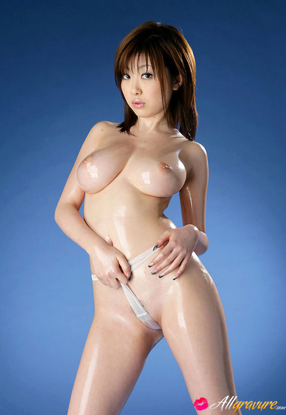 rio-hamasaki-naked-asian-gravure-model