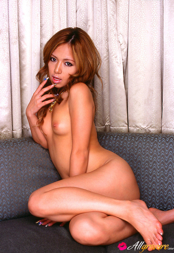 risa-coda-naked-asian-gravure-model